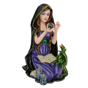 Bruja Arkana con bola de cristal y dragón