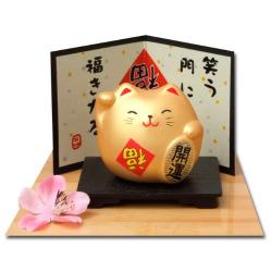 Gato japonés con tarjeta felicidad y soporte